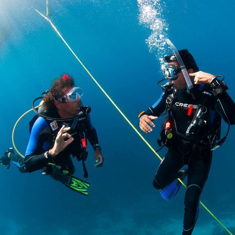 Curso PADI Advanced Open Water Diver en Lanzarote | Brave ...