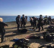 equipo de limpieza fondo submarino